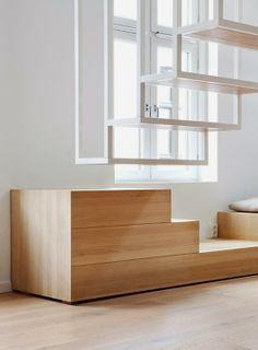Var dags rum: En stilren lägenhetsdröm med en svävande trappa!