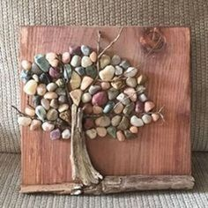 pebble wall art going into our shop tomorrow! - New pebble wall art going into our shop tomorrow! -New pebble wall art going into our shop tomorrow! - New pebble wall art going into our shop tomorrow! - Idee Button Tree Wall Art on Repurposed pallet Wood Stone Crafts, Rock Crafts, Diy Crafts, Crafts With Rocks, Creative Crafts, Yarn Crafts, Art Diy, Diy Wall Art, Wall Decor