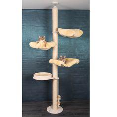 Deckenhoher Kratzbaum mit unseren Bezügen aus echtem Lammfell im aktuellen modischen Patchwork Design. Modell Smilla vereint die bei Katzen beliebtesten Liegeebenen an einem Kratzbaum. Mit zwei Liegemulden LM1, einer...