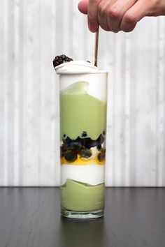 Layering each ingredient in the serving glass is impressive and sure to wow your dinner guests, but this Matcha parfait is just as good with the ingredients combined into a hearty bowl. Green Tea Dessert, Matcha Dessert, Parfait Recipes, Dessert Recipes, Desserts, Dessert Ideas, Green Tea Recipes, Vanilla Greek Yogurt, Matcha Green Tea