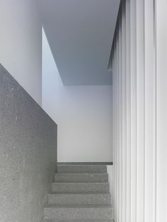 88 Homes in a Cooperative System / Salgado + Liñares Arquitectos. Stairs Marble white Finishes bjad.