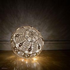 Ljusboll - stunning Swedish lampshade crochet pattern by Litevirkning se Crochet Fairy, Crochet Ball, Crochet Rope, Cute Crochet, Crochet Doilies, Crochet Diagram, Crochet Chart, Crochet Patterns, Lampe Crochet
