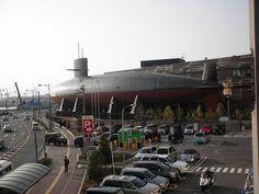 広島、JR呉駅近くの潜水艦て、模型ではなくて本物でしたか…こんなに大きかったのだ…