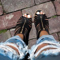 Cagey Feeling Heels