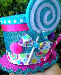 Decoración de sombrero con chupete para temática de CAndyland. #FiestaCandyland