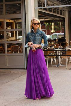 saia longa plissada roxa jaqueta jeans
