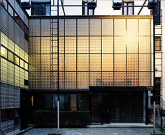 Interior lights glow through the translucent facade of the Maison de Verre, designed by Pierre Chareau with Dutch architect Bernard Bijvoet. | © MARK LYON PHOTO