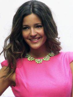La modelo Malena Costa con collar de bdba