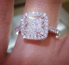 Cushion halo diamond engagement ring. Gorgeous ♥