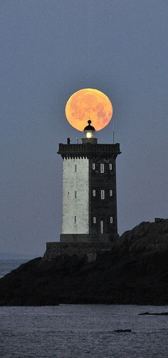 #Lighthouse - Kermorvan (le Conquet) http://www.roanokemyhomesweethome.com/