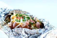 Campfire Grilled Loaded Baked Potatoes Camping Food Make Ahead, Camping Dishes, Camping Meals, Camping Parties, Camping Cooking, Camping Stuff, Oven Cooking, Easy Cooking, Campfire Potatoes