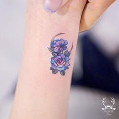 Iridescent flowers by Zihwa