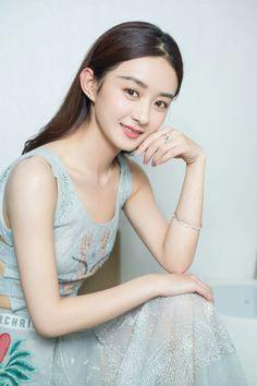 Zhao Li Ying Korean Beauty Girls, Asian Beauty, Zhao Li Ying, Thick Eyebrows, Asian Celebrities, Chinese Model, Chinese Actress, Hair Type, Girl Pictures