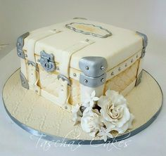 Little farewell suitcase Cake. Unique Cakes, Elegant Cakes, Creative Cakes, Luggage Cake, Suitcase Cake, Gorgeous Cakes, Pretty Cakes, Amazing Cakes, Farewell Cake
