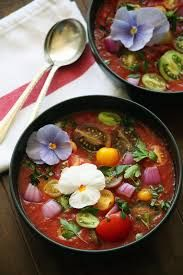 Heirloom Tomato Gazpacho with Edible Flowers. I love gazpacho, but I'm pinning this for the flowers! Raw Food Recipes, Soup Recipes, Vegetarian Recipes, Cooking Recipes, Healthy Recipes, Brunch Recipes, Gazpacho Recipe, Tomato Gazpacho, Tomato Soup