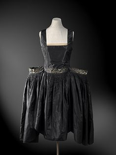 Wide hips added to this Jeanne Lanvin Robe de style from 1927. This is the kind of look you picture when you imagine the 18th century, not the early 20th!