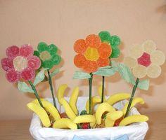 tarta de gominolas de flores Decoracion Baby Shower Niña, Sweetie Cake, Market Day Ideas, Candy Kabobs, Candy Centerpieces, Dulce Candy, Celebrate Good Times, Candy Bouquet, Ideas Para Fiestas