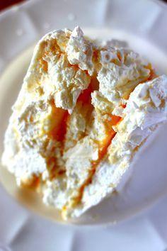 Beza perfekcyjna, która zawsze wychodzi Sweet Recipes, Cake Recipes, Dessert Recipes, Polish Desserts, Polish Food, Delicious Desserts, Yummy Food, Pavlova Recipe, Banana Pudding Recipes