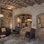 El arquitecto Guim Costa rehabilita una humilde casa de pescadores en L'Escala, Girona.