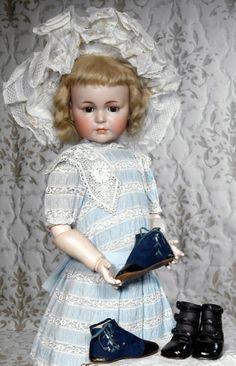 """Antique Doll. BEAUTIFUL GERMAN BISQUE """"MEIN LIEBLING"""" MOLD 117 BY KAMMER & REINHARDT"""