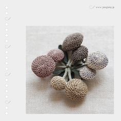 crochet brooch by jungjung