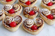 #Looks4Cooks #Love #Valentine #Dessert #HeartShaped #Cinnamon #Rolls  #instafood #breakfast #loveme