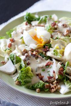 Salade aux Oeufs Mollets, Pancetta et Noix Grillées, Sauce à la Fourme d'Ambert
