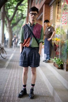 Shanghai 25 Stunning Examples Of Street Style From Around The World Men Street, Street Wear, Style Costume Homme, Chica Cool, Mens Fashion Suits, Fashion Shirts, Fashion Menswear, Look Fashion, Street Fashion