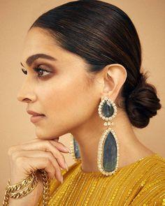 Deepika Padukone in emerald polki earrings photo Bayalage, Bollywood Designer Sarees, Bollywood Fashion, Bollywood Stars, Bridal Earrings, Bridal Jewelry, Drop Earrings, Indian Celebrities, Bollywood Celebrities