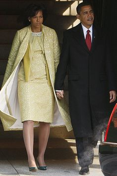 Michelle Obama in Cuban designer Isabel Toledo and green J. Crew gloves at the Inaugural ceremony. The Obama girls, Malia and Sasha w. Michelle Obama, Alexander Mcqueen Kleider, Alexander Mcqueen Dresses, Jason Wu, Isabel Toledo, Barack Obama Family, She's A Lady, New York Fashion, Role Models
