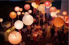 Bonne idée les rubans qui pendent des lanternes