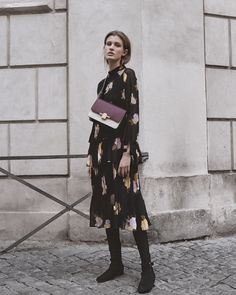 ´s City Sights at Massimo Dutti online. Enter now and view our Fall Winter 2017 City Sights collection. Work Fashion, Hijab Fashion, New Fashion, Womens Fashion, Winter 2017, Fall Winter, Massimo Dutti Online, Latest Trends, Elegant