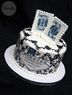 King and Queen Married in Las Vegas Wedding Cake  super cute cake but I wild put our pics in place of the cards and replace Las Vegas with something else
