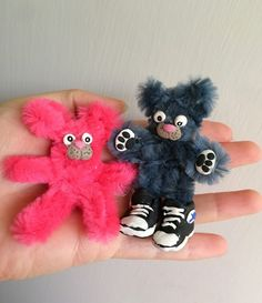 Pipe cleaner and clay bears. Gloucestershire Resource Centre http://www.grcltd.org/home-resource-centre/