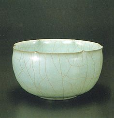 Miura Koheiji Seiji rinka hachi (Bowl with foliated rim and a celadon glaze) A special kind of iron-rich clay called mumy?i from Sado Island...