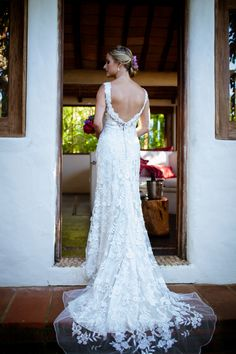 Beutiful beach wedding dress #LasCaleta #BeachWeddingDress #BestDestinationWeddings