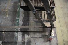 http://sisustusopas.com/2014/03/23/industrial-style-nain-se-tehdaan-osa-1/