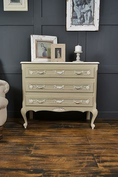This small French chest of drawers has been painted in Annie Sloan Country Grey & Old White with the inner drawers in French Linen. We love this charming piece ... small and beautiful and with Free UK Delivery!