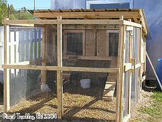 Chicken Coop - Chicken Coop / Hen Coop Building Idea Building a chicken coop does not have to be tricky nor does it have to set you back a ton of scratch. Chicken Coop Designs, Chicken Coop Kit, Cheap Chicken Coops, Chicken Barn, Portable Chicken Coop, Backyard Chicken Coops, Building A Chicken Coop, Chickens Backyard, House Building