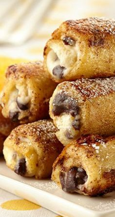 Cannoli French Toast Rolls ~ French toast gets rolled up with classic cannoli flavors in this fun brunch recipe.