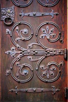 Фотография Rustic Doors, Wooden Doors, Medieval Gothic, Blacksmith Shop, Door Furniture, Antique Hardware, Door Design, Windows And Doors, Wrought Iron