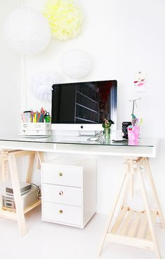 oh yes, this looks like the ultimate in a happy workspace....