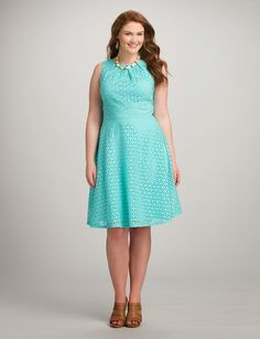 Finding a plus size dress that flatters your figure, feels great & will be worn for years to come is easy at dressbarn. Whether you're browsing for a special occasion or a dress you can wear year round, shop the latest in plus size dresses today! Casual Bridesmaid Dresses, Casual Dresses, Plus Size Maxi Dresses, Plus Size Outfits, Dress Outfits, Fashion Dresses, Plus Sise, Plus Size Kleidung, Frack
