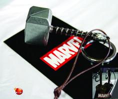 Martillo (Mjolnir) de Thor color plata y dorado.