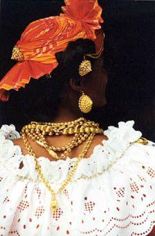 Coiffe Martiniquaise - tenue antillaise bijoux créoles madras et broderie anglaise