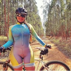 Curves and Lines: Women and Bikes Bicycle Women, Bicycle Girl, Road Bike Women, Curvy Outfits, Sexy Outfits, Triathlon Women, Cycling Girls, Biker Girl, Curvy Women Fashion