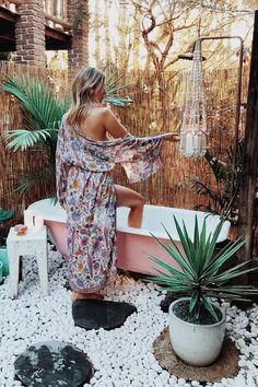 bohemian life boho home design decor nontraditional living elements of bohemia Outdoor Bathtub, Outdoor Bathrooms, Outdoor Showers, Home Design Decor, Diy Home Decor, House Design, Design Ideas, Houses Architecture, Bohemian Bathroom