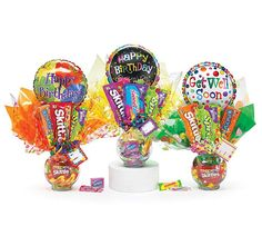 Cute candy bouquets with tissue paper and balloons.great for party game prizes Candy Boquets, Candy Bouquet Diy, Gift Bouquet, Lollipop Bouquet, Craft Gifts, Diy Gifts, Candy Arrangements, Holiday Gifts, Christmas Gifts