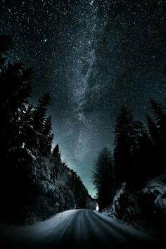 Esistono procedimenti magici che aboliscono le distanze di spazio e tempo: le emozioni.  Simone de Beauvoir