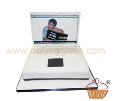 C206 - Iced Laptop Cake.jpg